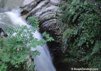 آبشاری در دل جنگلهای گیلان