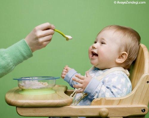 وقتش رسیده به نوزاد غذای جامد بدهید